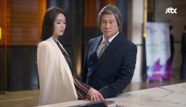 Hot boy ngân hàng Song Joong Ki xuất hiện, cho Park Hae Jin vay 100 tỉ! - Ảnh 18.