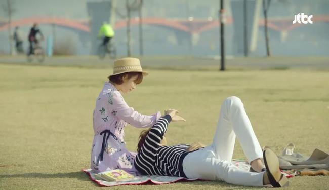 Park Hyung Sik tóe máu vì cứu Park Bo Young mà không biết vừa bị troll? - Ảnh 25.