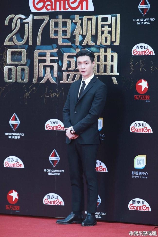 Thảm đỏ truyền hình Thượng Hải: Cuộc đua tranh sắc đẹp và khí chất của dàn mỹ nhân Cbiz - Ảnh 11.