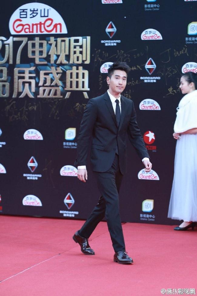 Thảm đỏ truyền hình Thượng Hải: Cuộc đua tranh sắc đẹp và khí chất của dàn mỹ nhân Cbiz - Ảnh 13.