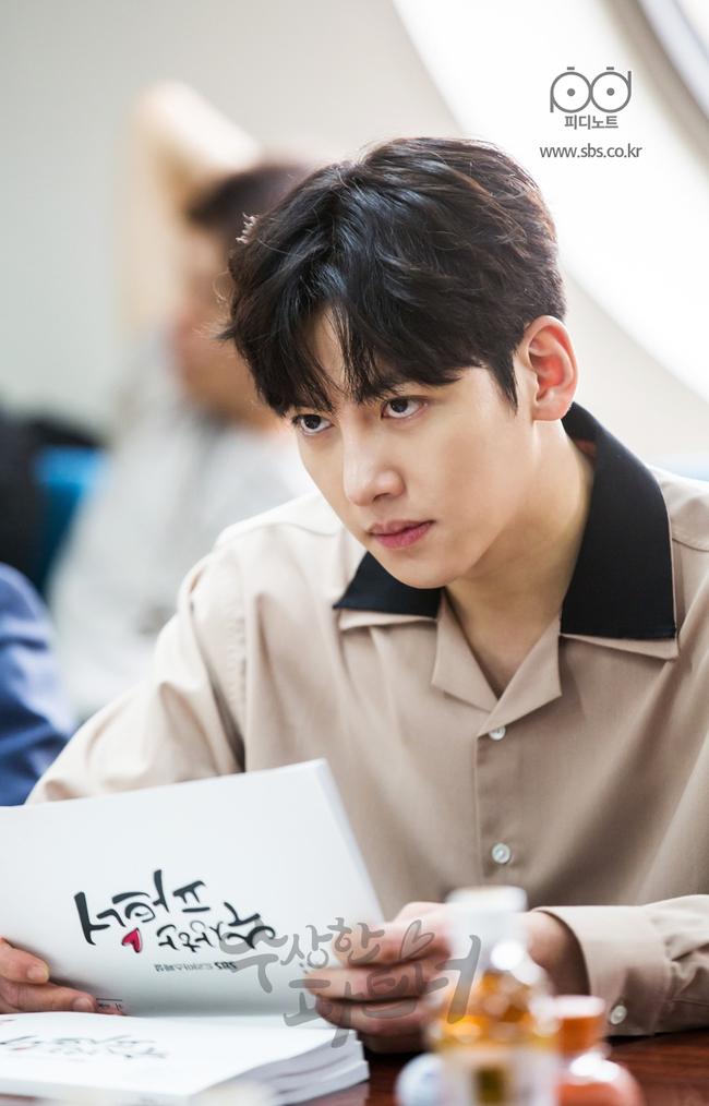 Ji Chang Wook siêu điển trai và đáng yêu bên bạn diễn phim mới - Ảnh 2.