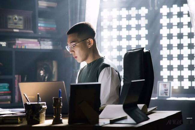 """Lâu lắm rồi mới có một phim Hàn """"hack"""" não như """"Chicago Typewriter""""! - Ảnh 10."""