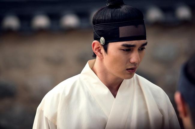 Cặp kè nữ thần mặt đơ, Thủy thần Nam Joo Hyuk lại càng đẹp trai - Ảnh 5.