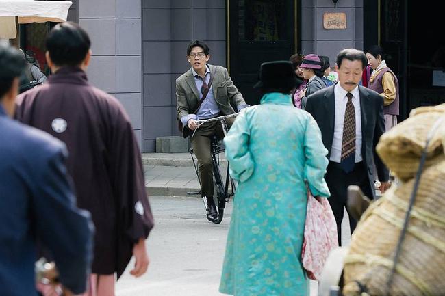 """Lâu lắm rồi mới có một phim Hàn """"hack"""" não như """"Chicago Typewriter""""! - Ảnh 11."""