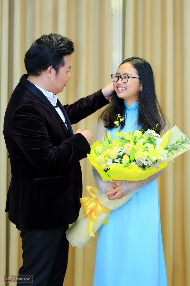 Phương Mỹ Chi ngày càng chững chạc, ân cần chăm sóc ba nuôi Quang Lê trong hậu trường - Ảnh 8.