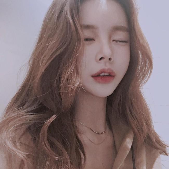 Con gái từ Hàn sang Việt cứ đập cả mặt với tiêm má tròn căng, lẽ nào xu hướng mặt phù sắp tiếm ngôi mặt V-line? - Ảnh 6.