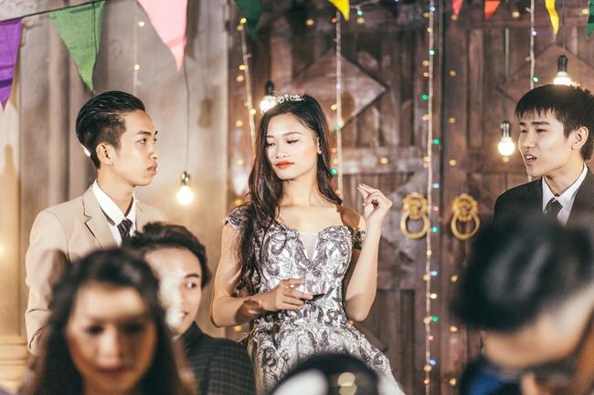 Độc nhất ở Thái Bình: Lớp học chi 40 triệu/đêm để hóa thân sang chảnh trong ảnh kỷ yếu phong cách dạ hội - Ảnh 9.