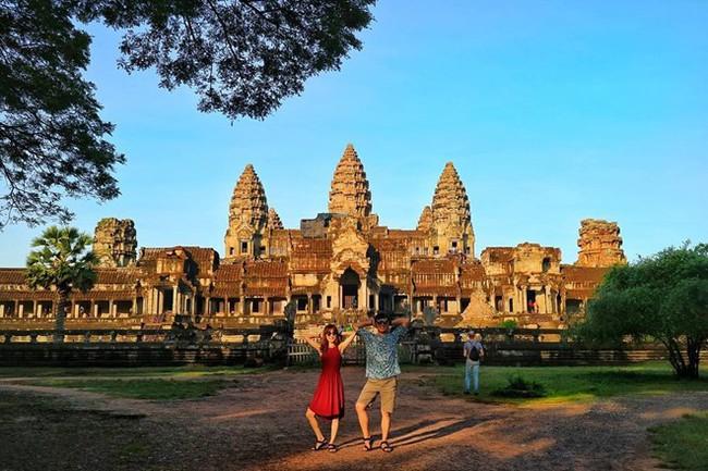"""Cặp đôi tung hoành khắp châu Á với bộ ảnh chụp """"trăm nơi như một"""" - ảnh 6"""