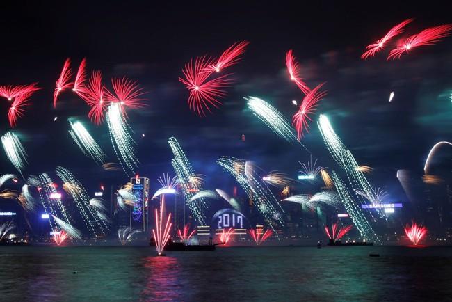 Pháo hoa rực sáng trên bầu trời các nước châu Á trong đêm giao thừa - Ảnh 1.