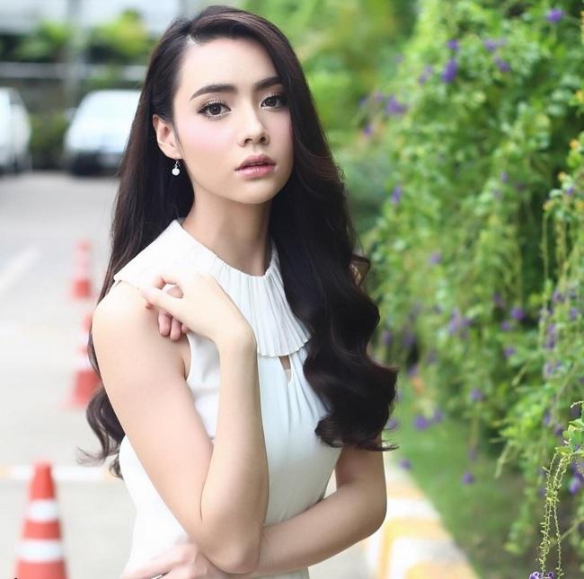 Chỉ cần xoay nghiêng mặt, Miss Teen Thái Lan đã khiến con trai đổ rạp! - Ảnh 1.