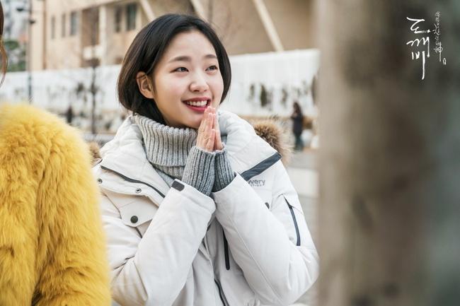 Son màu hồng đất Kim Go Eun diện trong Goblin gây sốt, con gái Hàn thi nhau sắm - Ảnh 1.