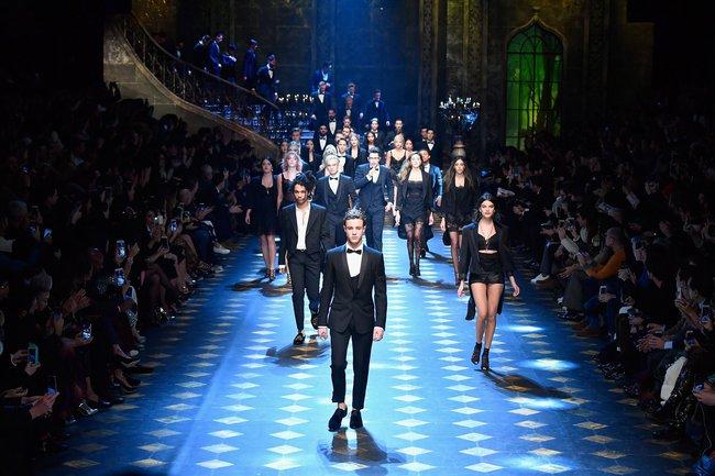 Show diễn mới của Dolce Gabbana khiến dân tình 'lác mắt' vì dàn mẫu toàn cậu ấm cô chiêu danh gia vọng tộc