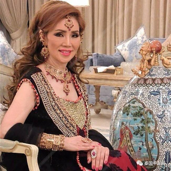 <a target='_blank' href='http://www.phunuvagiadinh.vn/tag/co-be-lo-lem'>Cô bé Lọ Lem</a> phiên bản già: 60 tuổi vẫn kiếm được chồng đại gia Dubai giàu nứt đố đổ vách - Ảnh 1.