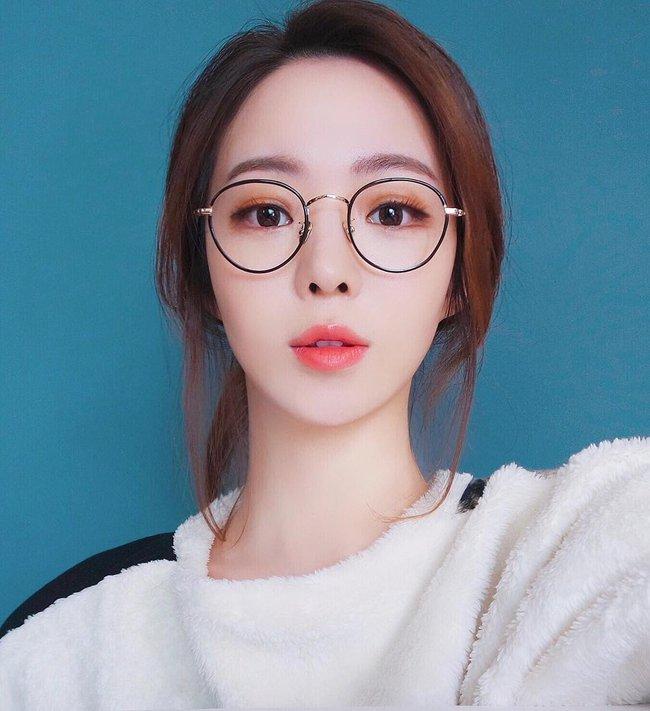 Makeup với màu đào - Xu hướng làm đẹp hot số 1 đang khiến con gái Hàn mê tít - Ảnh 1.