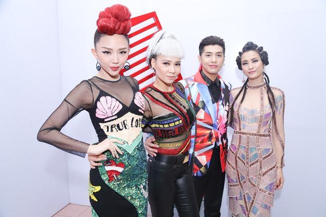 """Giám khảo The Voice 2017: Chưa đối đầu ghế nóng đã """"ganh đua"""" tại Đại nhạc hội đón xuân - Ảnh 1."""