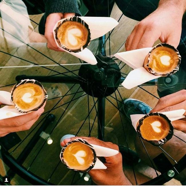 2017 rồi, người ta không uống cà phê trong cốc mà dùng thứ này đây! - Ảnh 2.