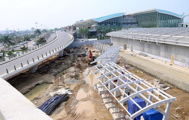 Cận cảnh nhà ga hành khách quốc tế hơn 3.500 tỷ đồng sắp hoàn thành ở Đà Nẵng - Ảnh 1.