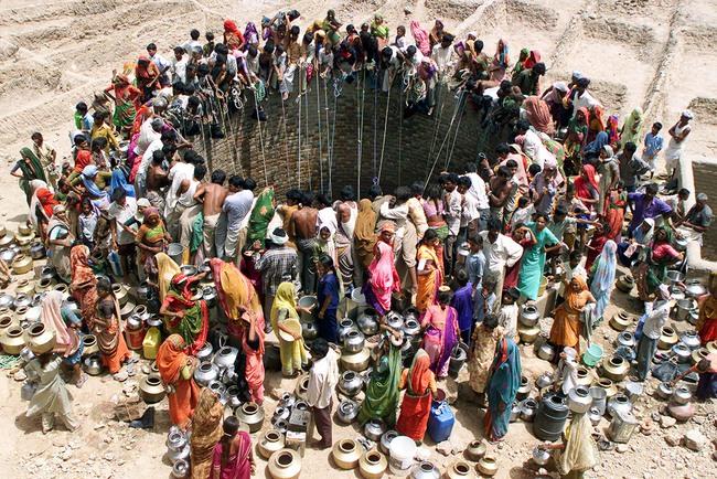 Ngày Nước thế giới, nhìn lại những bức hình ám ảnh về thực trạng khan hiếm nước trên toàn thế giới - Ảnh 1.