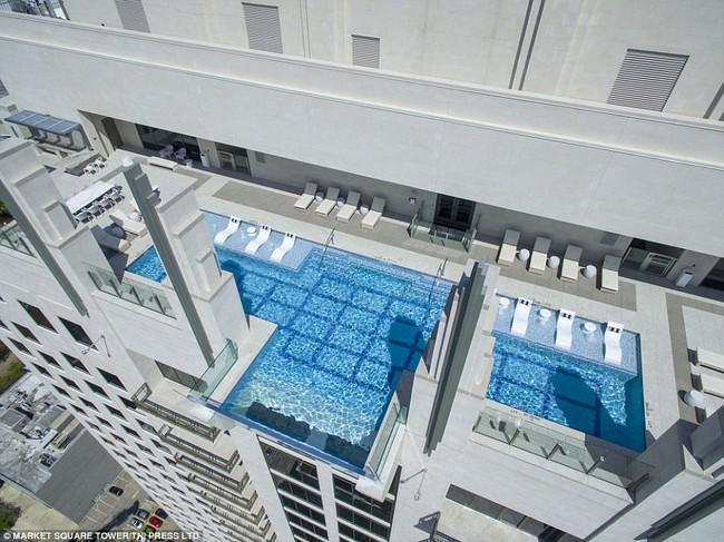 Bể bơi trên trời dành cho những người không sợ độ cao - Ảnh 3.