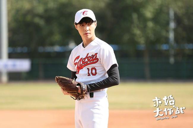 Giữa hai chàng hotboy Tomohisa Yamashita và Lay (EXO), bạn nhận lời ai? - Ảnh 2.