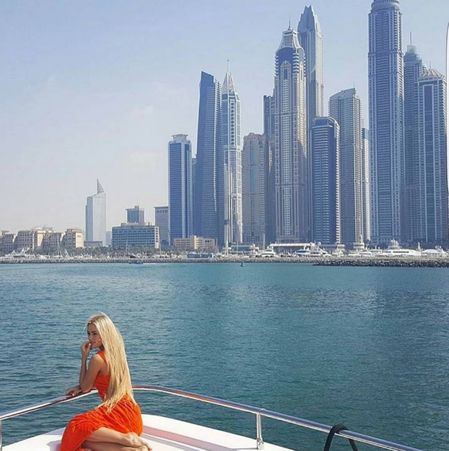 Mùa Hè sang chảnh, thỏa sức khoe dáng của các tiểu thư nhà giàu Dubai - Ảnh 15.