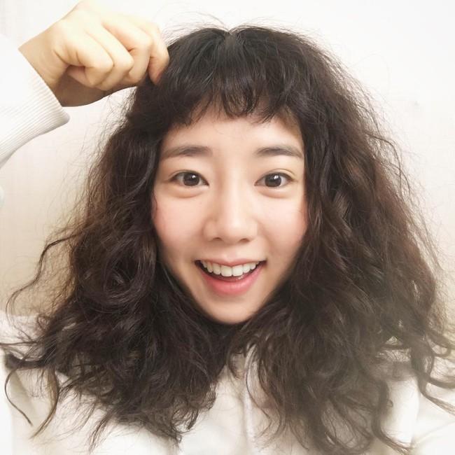 Chán tóc xoăn nhẹ nhàng, con gái Hàn rủ nhau làm tóc xoăn xù mì hoài cổ giống Sulli - Ảnh 16.