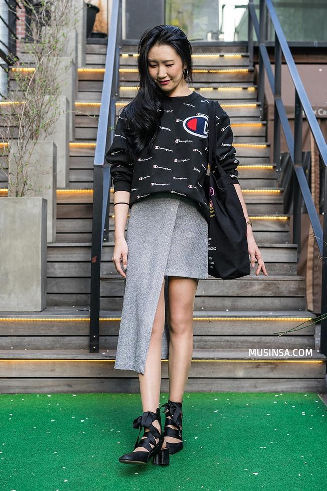 Ngắm các bạn trẻ Hàn mix đồ cool như thế này vừa thấy ghen tị vừa muốn phấn đấu mặc đẹp hơn nữa - Ảnh 10.