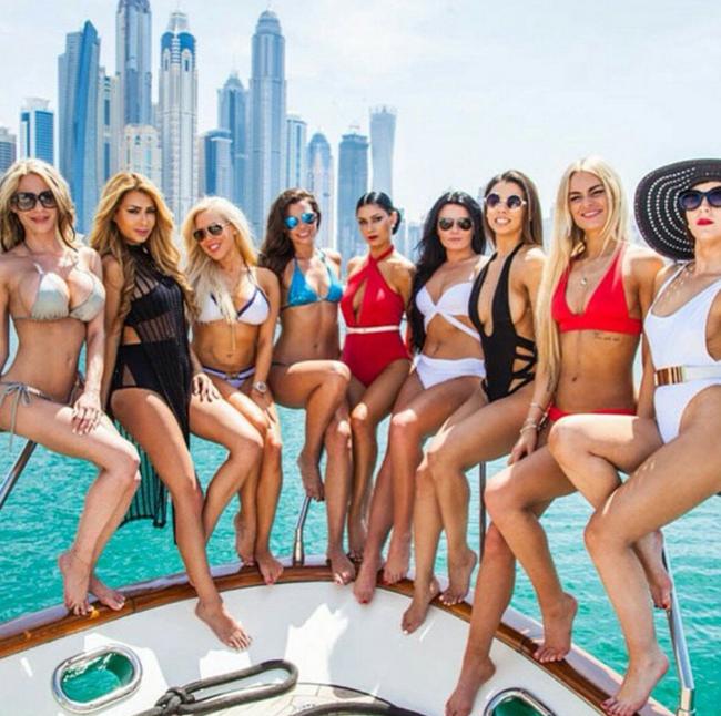 Mùa Hè sang chảnh, thỏa sức khoe dáng của các tiểu thư nhà giàu Dubai - Ảnh 11.