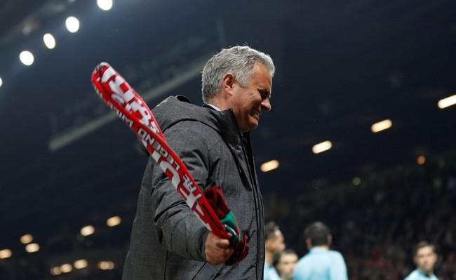 Mourinho ăn mừng như muốn khóc vì tấm vé chung kết - Ảnh 6.