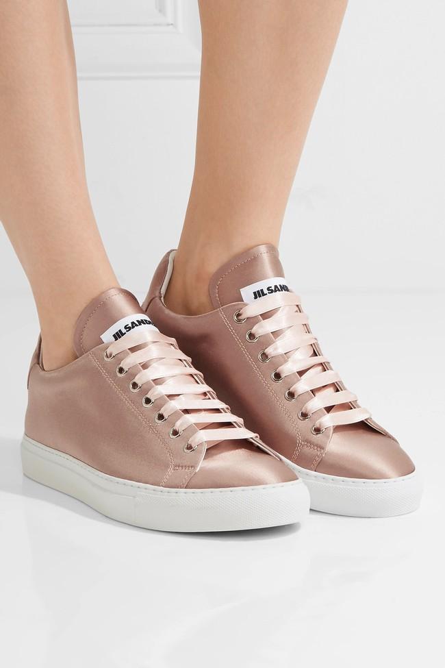 Zara ra mắt sneaker chất liệu satin, liệu đây có phải kiểu sneaker sẽ gây bão trong năm 2017? - Ảnh 12.
