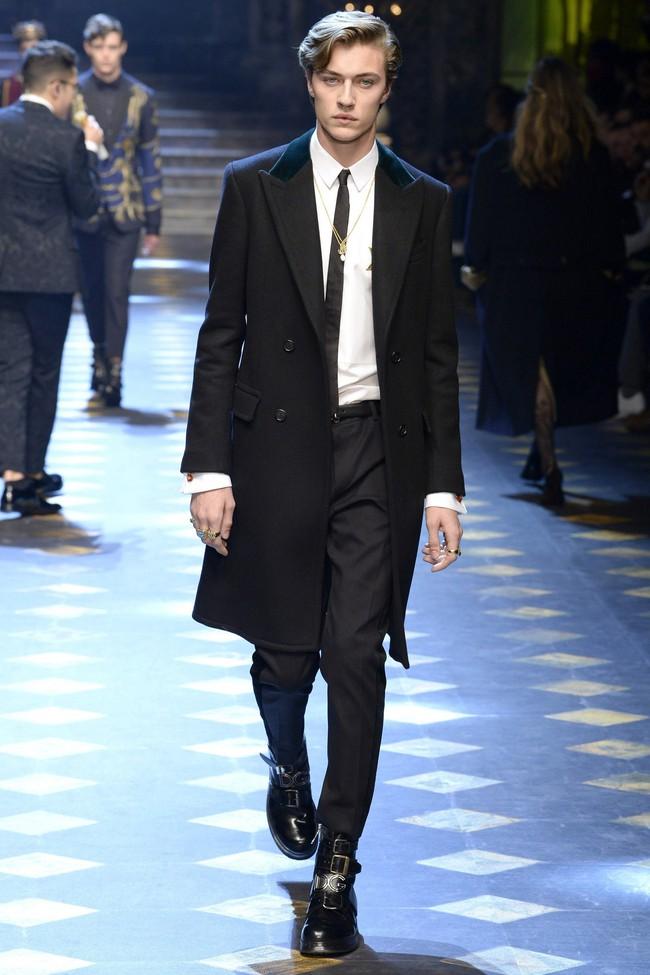 Choáng ngợp với show diễn toàn cậu ấm cô chiêu danh gia vọng tộc của Dolce&Gabbana - Ảnh 13.