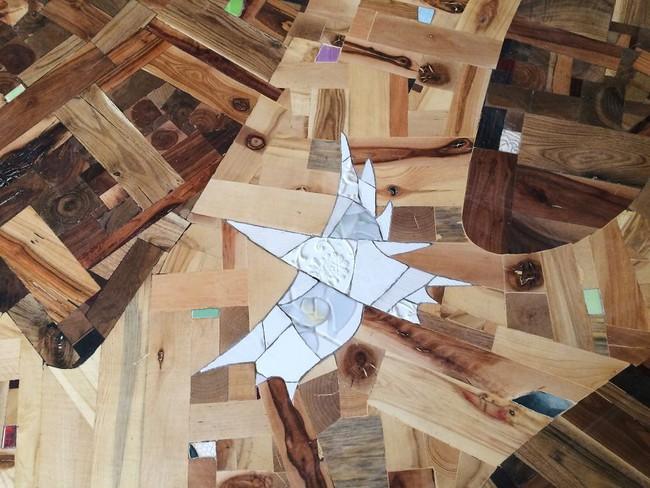 Thu thập các mảnh gỗ vụn bỏ đi, người đàn ông biến sàn nhà thành một tác phẩm nghệ thuật đẹp ngỡ ngàng - Ảnh 18.