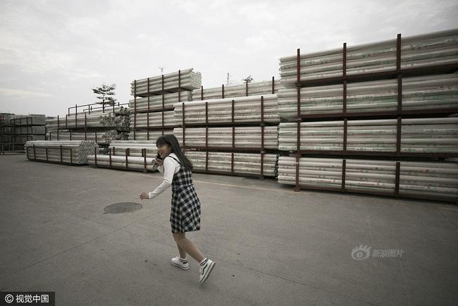 Cuộc sống của nữ công nhân vừa tròn 18 tuổi trong công xưởng sản xuất đồ chơi tình dục ở Trung Quốc - Ảnh 4.