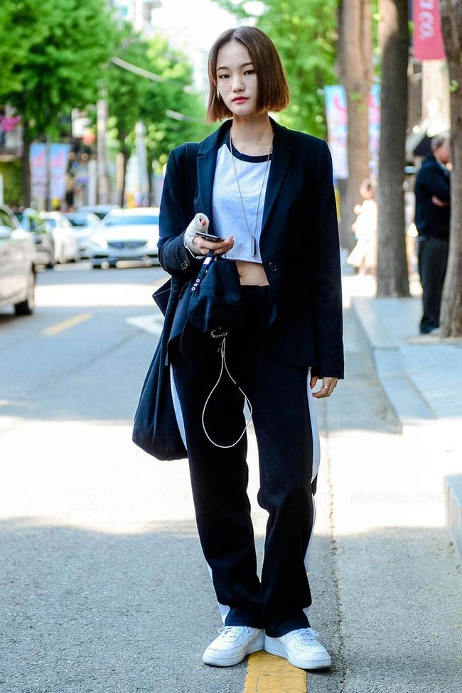 Ngắm các bạn trẻ Hàn mix đồ cool như thế này vừa thấy ghen tị vừa muốn phấn đấu mặc đẹp hơn nữa - Ảnh 12.