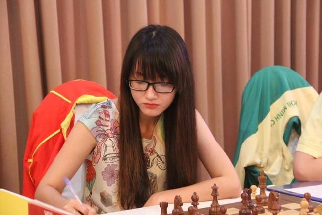 Kỳ thủ Kim Phụng bất ngờ giành vé dự giải thế giới - Ảnh 1.