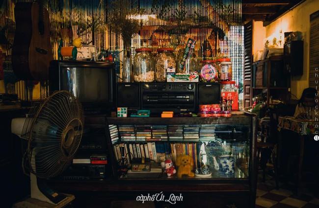 Ở ngay những khu phố Tây ồn ã, cũng có những quán cafe bình yên và xinh xắn như thế! - Ảnh 21.
