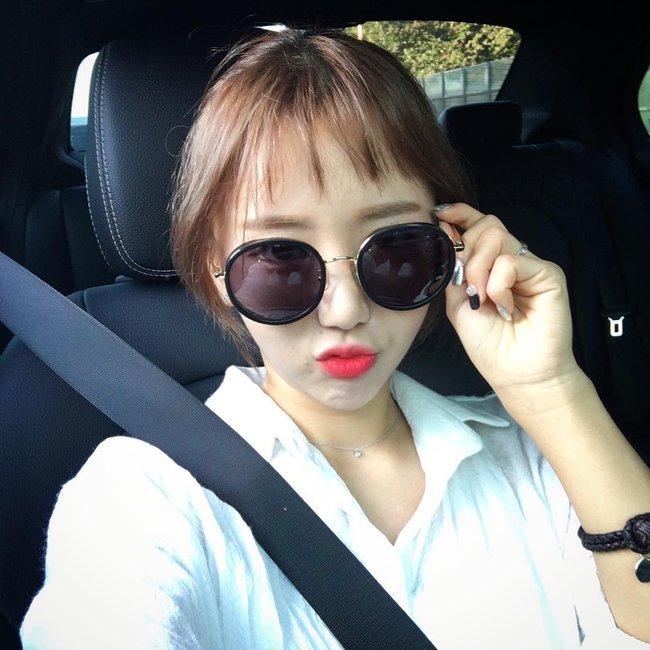 Phim đã hết nhưng con gái Hàn vẫn đổ xô cắt tóc ngắn cũn, tô son giống tiên nữ cử tạ Kim Bok Joo - Ảnh 11.
