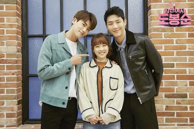 """""""Đú đởn"""" làm anh hùng cứu mĩ nhân, Park Hyung Sik nhận cái kết bất ngờ - Ảnh 17."""