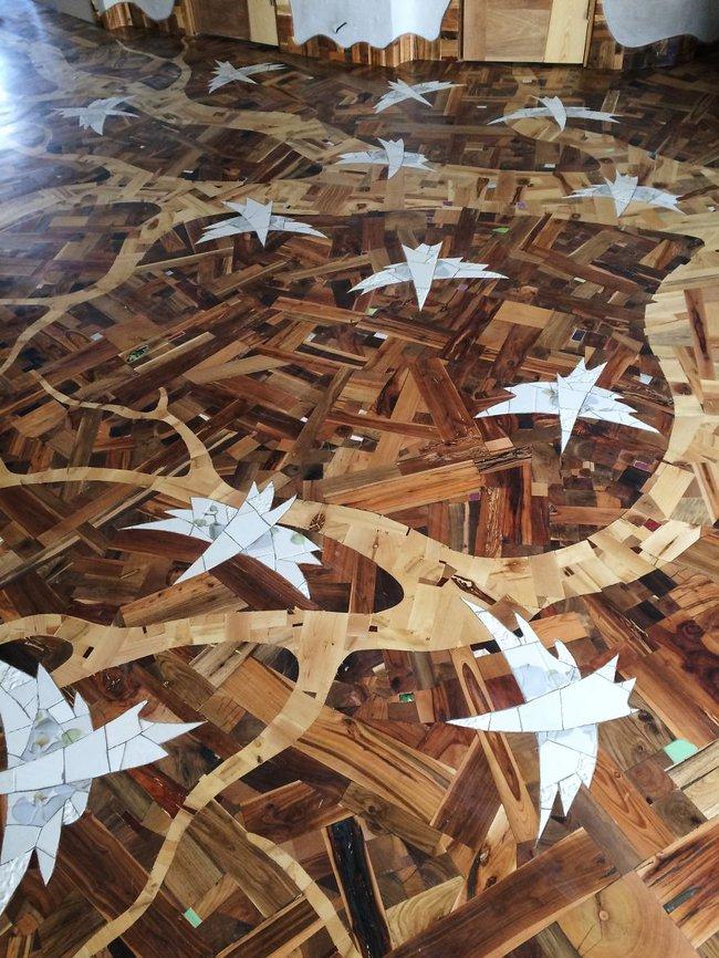Thu thập các mảnh gỗ vụn bỏ đi, người đàn ông biến sàn nhà thành một tác phẩm nghệ thuật đẹp ngỡ ngàng - Ảnh 17.