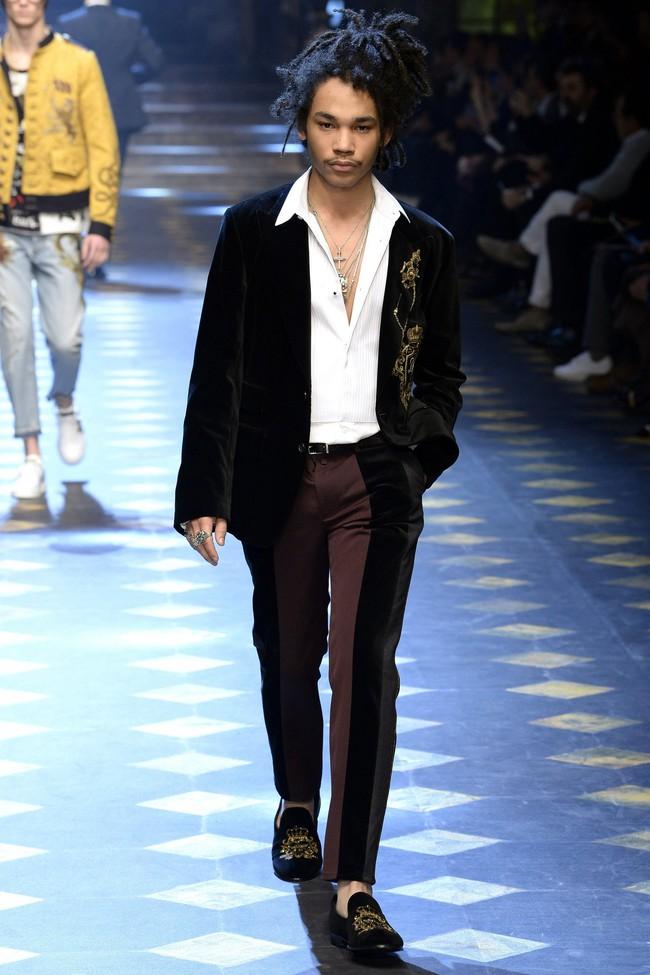 Choáng ngợp với show diễn toàn cậu ấm cô chiêu danh gia vọng tộc của Dolce&Gabbana - Ảnh 14.