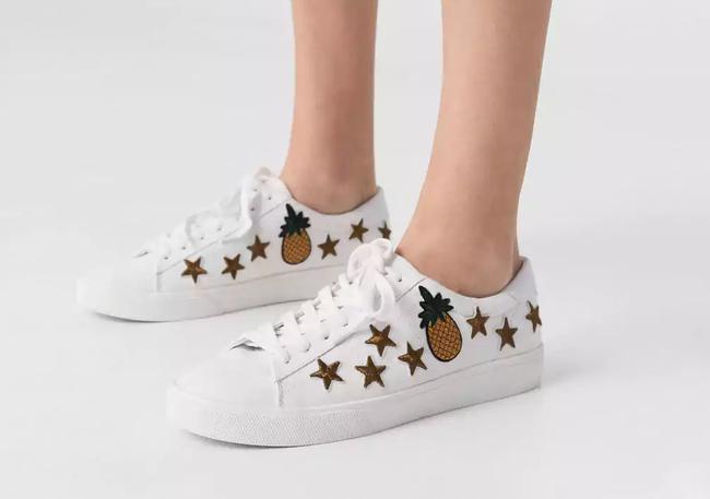 Giày sneaker thêu, xu hướng hoa hòe hoa sói mà bạn cứ lướt Instagram là gặp thời gian này - Ảnh 12.