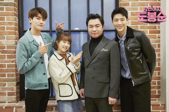 """""""Đú đởn"""" làm anh hùng cứu mĩ nhân, Park Hyung Sik nhận cái kết bất ngờ - Ảnh 18."""