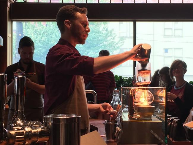 Choáng ngợp với cửa hàng có quy mô lớn nhất từ trước đến nay của Starbucks - ảnh 14