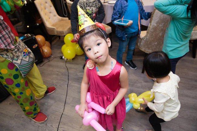 Cô bé 5 tuổi nói tiếng Anh như gió, phát âm cực chuẩn trong Biệt tài tí hon là ai? - Ảnh 8.