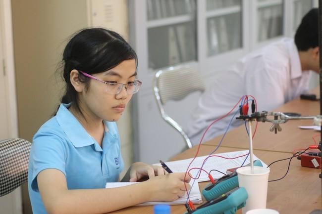 Cô gái vàng môn Vật lý Việt giành học bổng hiếm của Viện công nghệ số một thế giới - Ảnh 3.