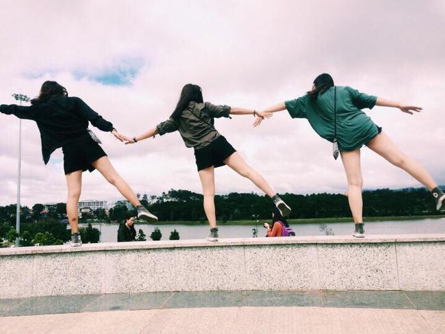 """Cần gì người yêu, cứ đi du lịch với """"hội chị em"""" như 3 cô bạn này là đủ vui lắm rồi! - Ảnh 8."""