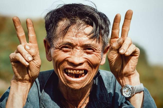 Ông cụ dân tộc cùng nụ cười lan tỏa hạnh phúc khắp mạng xã hội - ảnh 6