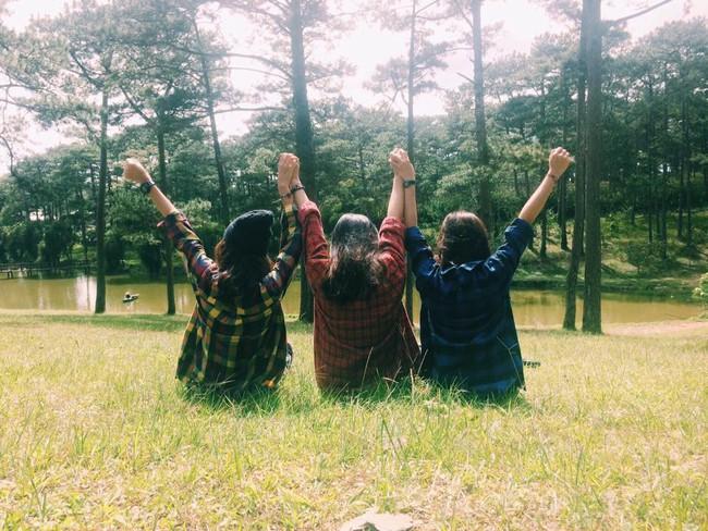 """Cần gì người yêu, cứ đi du lịch với """"hội chị em"""" như 3 cô bạn này là đủ vui lắm rồi! - Ảnh 13."""