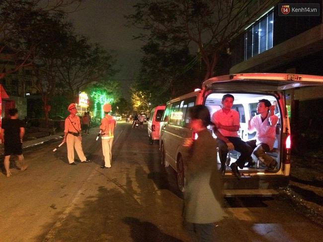 Đà Nẵng: Sập giàn giáo ở tòa nhà Luxury Apartment, ít nhất 4 người bị thương - Ảnh 2.