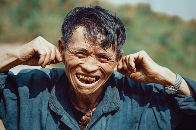 Ông cụ dân tộc cùng nụ cười lan tỏa hạnh phúc khắp mạng xã hội - ảnh 5